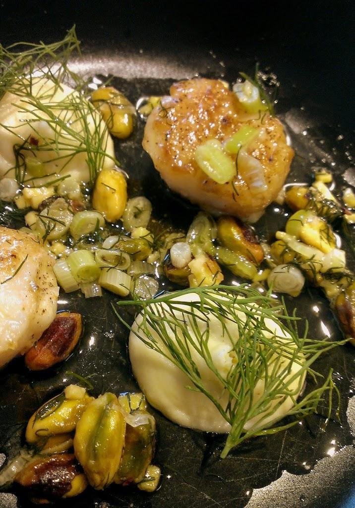Kammuslinger med brunet smør, nødder og kartoffelcreme | Forret | MadMedMartin