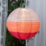 Lej farverig rislampe med soldrevet lys